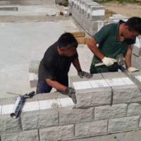 Как выбрать каменщика для кладки теплоблока
